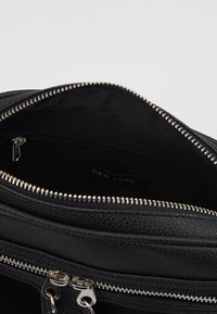 New Look - COLLETTE CAMERA BAG - Skulderveske - black - 5