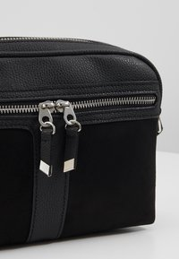 New Look - COLLETTE CAMERA BAG - Skulderveske - black - 2