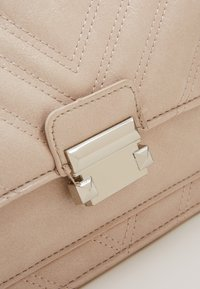 New Look - MOLLY MAE QUILTED - Sac bandoulière - oatmeal - 2