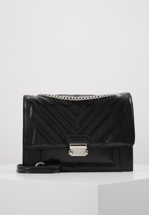 MOLLY MAE QUILTED - Skulderveske - black