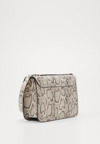 New Look - ETTA STURCTURED SHOULDER BAG - Taška spříčným popruhem - brown pattern - 3