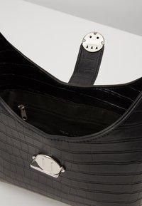 New Look - GEORGIA CROC SHOULDER BAG - Kabelka - black - 4