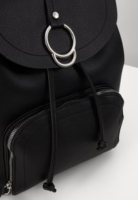 New Look - CLAUDE RING BACKPCK - Tagesrucksack - black - 2