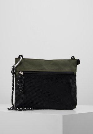 HIKER POUCH BAG  - Skulderveske - dark khaki