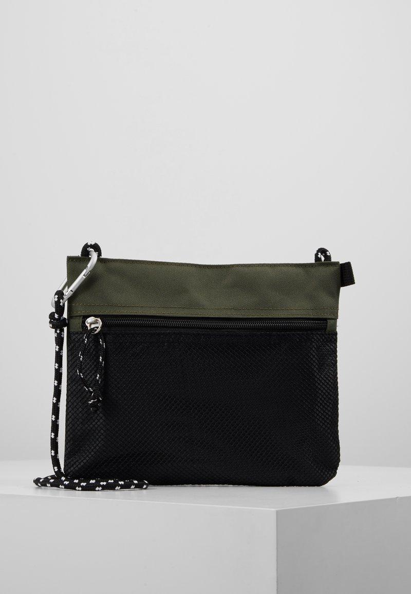New Look - HIKER POUCH BAG  - Sac bandoulière - dark khaki
