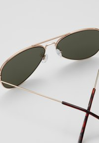 New Look - CORE AVIATOR - Zonnebril - gold-coloured - 2
