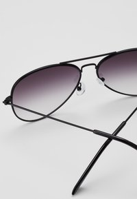 New Look - CORE AVIATOR - Sluneční brýle - black - 2