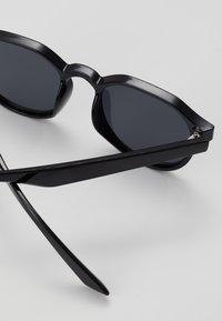 New Look - CORE PREPPY ROUND - Sunglasses - black - 2