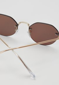 New Look - RIMLESS ROUND - Lunettes de soleil - silver-coloured - 2