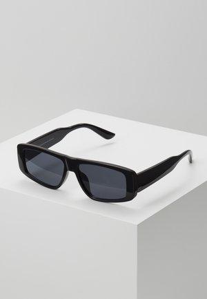 STRAIGHT BROW FRAMES - Solglasögon - black
