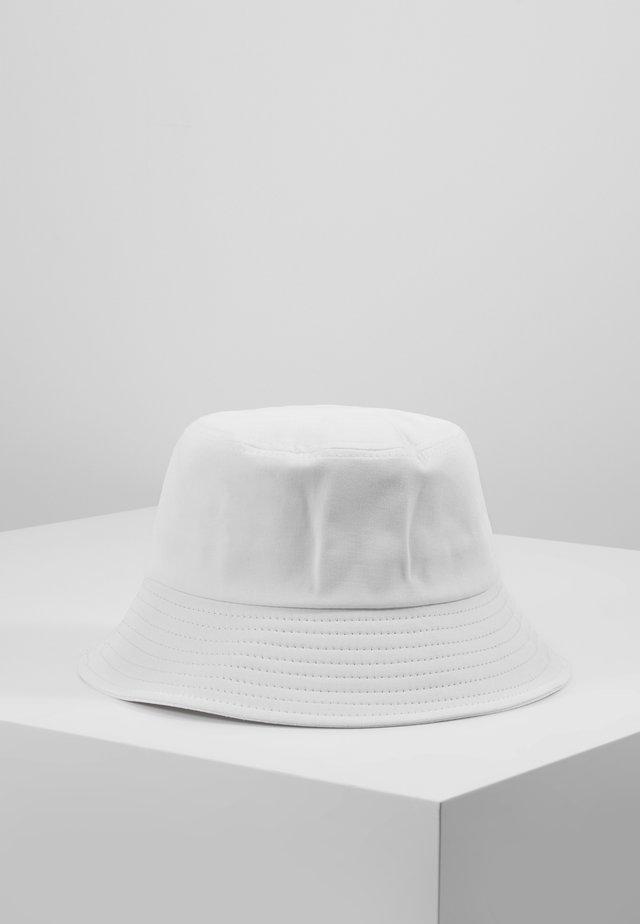 BUCKET HAT - Hoed - white
