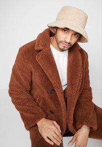 New Look - BORG BUCKET  - Hat - camel - 3