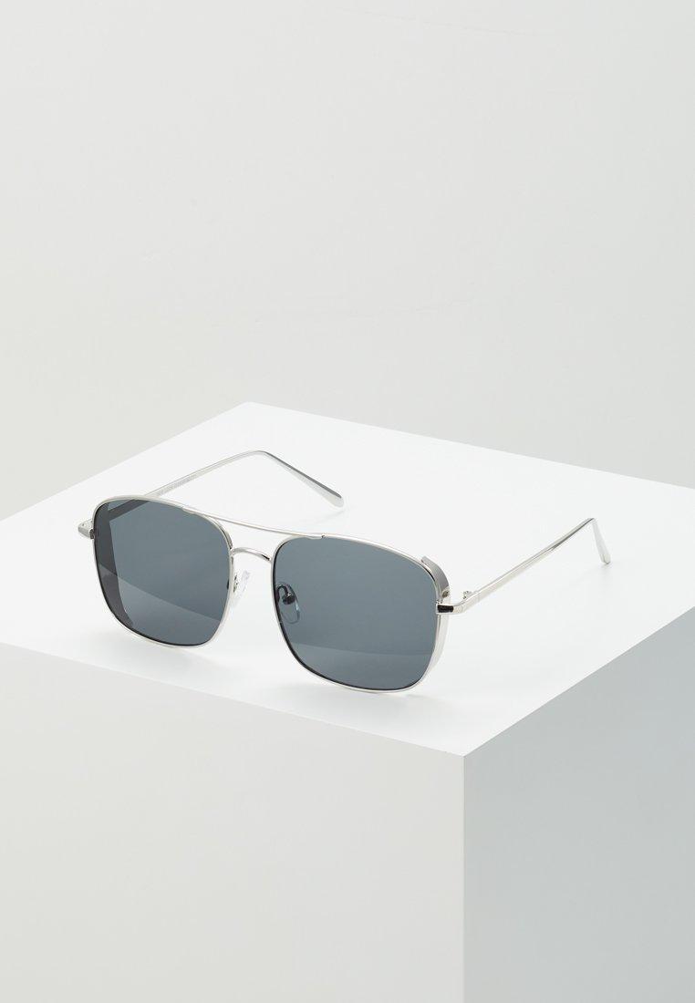 New Look - SIDE SHEILD NAVIGATOR  - Sonnenbrille - silver-coloured
