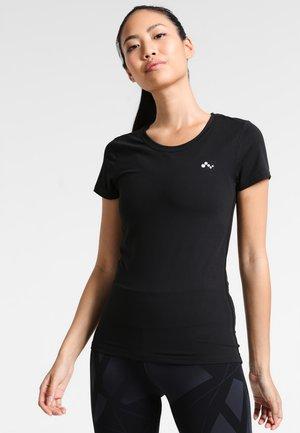 ONPCLARISSA TRAINING TEE - T-shirts med print - black