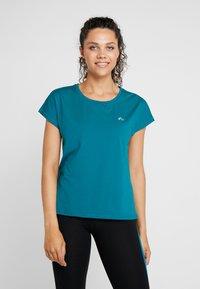 ONLY Play - ONPAUBREE  LOOSE TRAINING TEE - Camiseta estampada - shaded spruce - 0