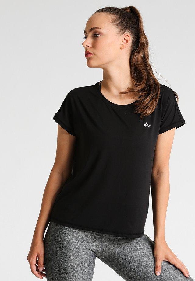 ONPAUBREE  LOOSE TRAINING TEE - Print T-shirt - black