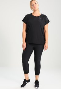 ONLY Play - ONPAUBREE LOOSE TRAINING TEE CURVY - T-shirts basic - black - 1