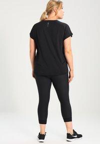 ONLY Play - ONPAUBREE LOOSE TRAINING TEE CURVY - T-shirts basic - black - 2