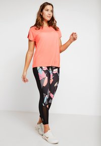 ONLY Play - ONPCALEXIA LOOSE TRAINING TEE - Funktionstrøjer - neon orange/paradise pink - 1
