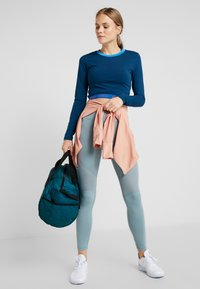 ONLY Play - ONPTANGERINE CROPPED  - Long sleeved top - gibraltar sea/french blue/celo - 1