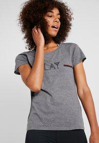 ONLY Play - ONPJANICE REGULAR TEE - T-shirts med print - medium grey melange - 3