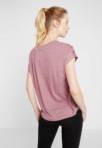 ONLY Play - ONPJONI LOOSE BURNOUT TEE - T-shirt med print - beet red melange - 2