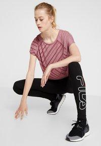 ONLY Play - ONPJONI LOOSE BURNOUT TEE - T-shirt med print - beet red melange - 1