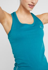 ONLY Play - CHRISTINA SEAMLESS  - T-shirt de sport - shaded spruce - 5
