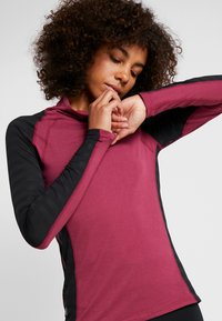 ONLY Play - ONPAMELIA TRAINING TEE - T-shirt à manches longues - beet red/melange black - 3