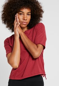 ONLY Play - ONPTERRA OVERSIZED SHORT TEE - T-shirts med print - beet red - 3