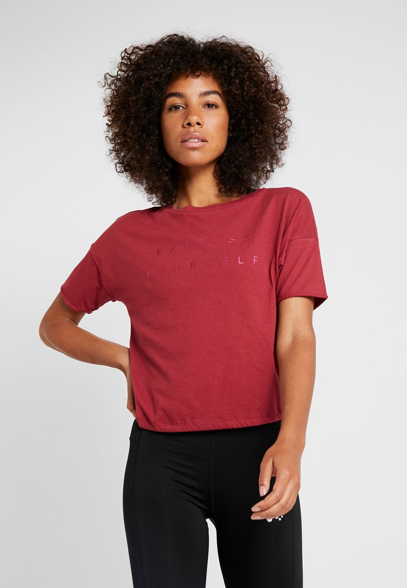 ONLY Play - ONPTERRA OVERSIZED SHORT TEE - T-shirt con stampa - beet red