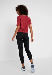 ONLY Play - ONPTERRA OVERSIZED SHORT TEE - T-shirts med print - beet red - 2