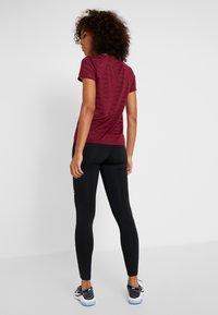 ONLY Play - ONPAMELIA - T-shirts med print - beet red/melange - 2