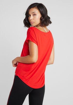 ONPADINE CURVED BURNOUT TEE - Camiseta estampada - flame scarlet