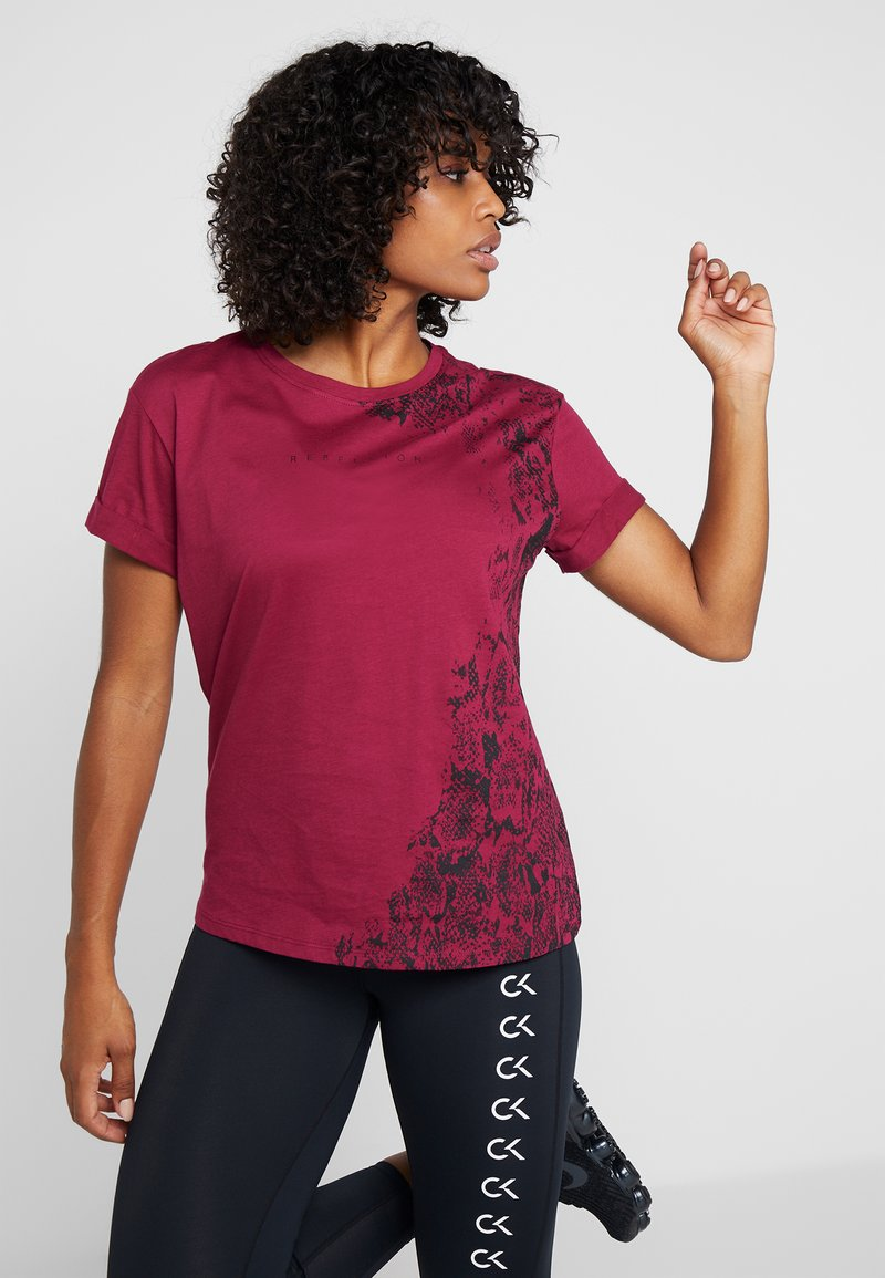 ONLY Play - ONPREBEL FOLD UP TEE - Funktionströja - beet red/black