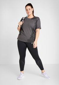 ONLY Play - ONPREBEL FOLD TEE CURVY - Camiseta estampada - dark grey melange/black - 1
