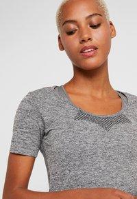 ONLY Play - ONPORA CIRCULAR - Camiseta estampada - dark grey melange - 4