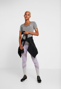 ONLY Play - ONPORA CIRCULAR - Camiseta estampada - dark grey melange - 1
