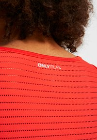 ONLY Play - ONPOLYA TRAINING  - Sportshirt - flame scarlet - 6