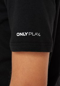ONLY Play - ONPOLIANA SHORT TEE - T-shirts med print - black - 5