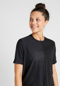 ONLY Play - ONPOLIANA SHORT TEE - T-shirts med print - black - 3