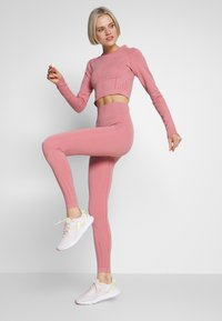 ONLY Play - ONPJAVA CIRCULAR CROPPED - Sports shirt - dusty rose - 1