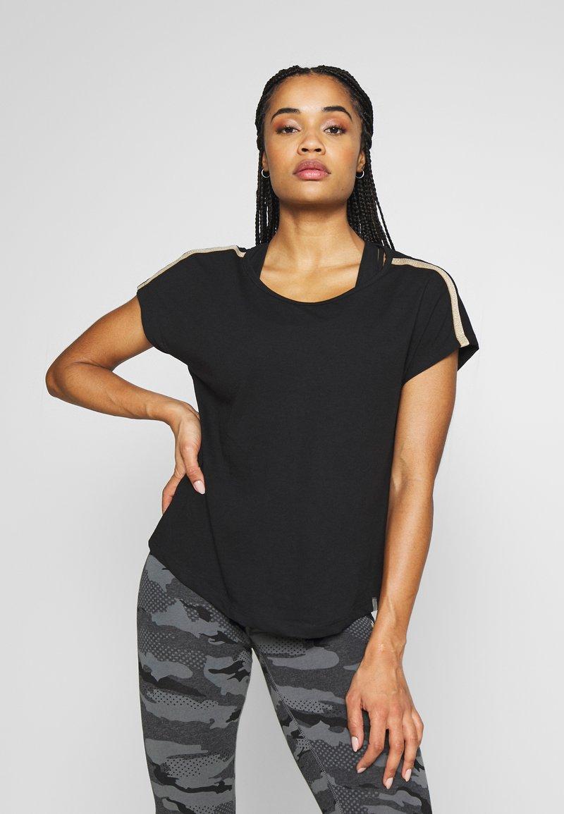 ONLY Play - ONPJYNX LIFE LOOSE TEE - Camiseta estampada - black/white gold