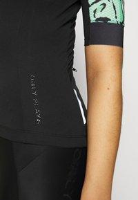 ONLY Play - ONPPERFORMANCE BIKE - T-Shirt print - black/green ash - 5