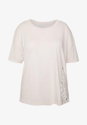 ONPFLORA LIFE LOOSE CURVY - T-shirt imprimé - lilac ash/white gold