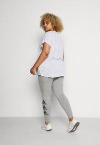 ONLY Play - ONPMAURA LOOSE BURNOUT TEE - T-shirt con stampa - white melange - 2