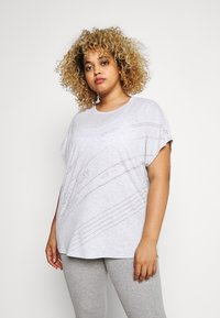 ONLY Play - ONPMAURA LOOSE BURNOUT TEE - T-shirt con stampa - white melange - 0