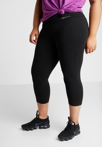 ONLY Play - ONPFOLD JAZZ KNICKERS FIT CURVY - Pantaloncini 3/4 - black - 0