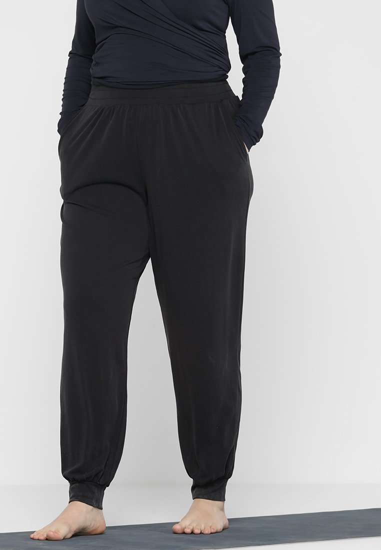 ONLY Play - ONPAMETHYST YOGA LOOSE PANTS CURVY - Verryttelyhousut - black