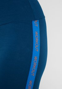 ONLY Play - ONPTANGERINE LEGGINGS - Legginsy - gibraltar sea/french blue/celo - 4